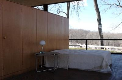 glass-house-bedroom-philip-johnson.jpg