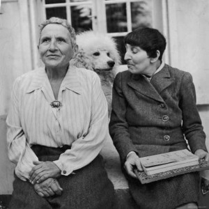 gertrude-stein-and-alice-toklas-300x300